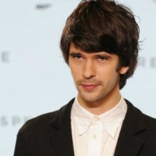Ben Whishaw back as 'Q'