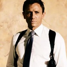 Daniel_Craig_shoulder_Holster_225