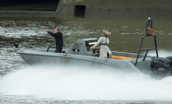 swann helicopter with From London With Love New Thames Filming on Bond Spectre Big Bond Guns Girls 200 Million Blowout Inside Story Expensive Dazzling 007 Yet likewise Interesting in addition 5856353 moreover 320776290457 in addition Watch.