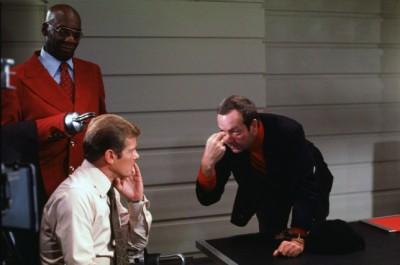 Guy Hamilton directs Roger Moore